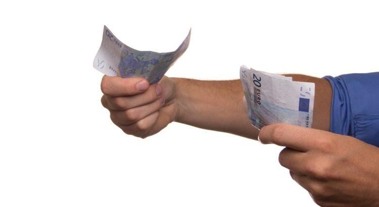 Czym się różni kredyt od pożyczki?